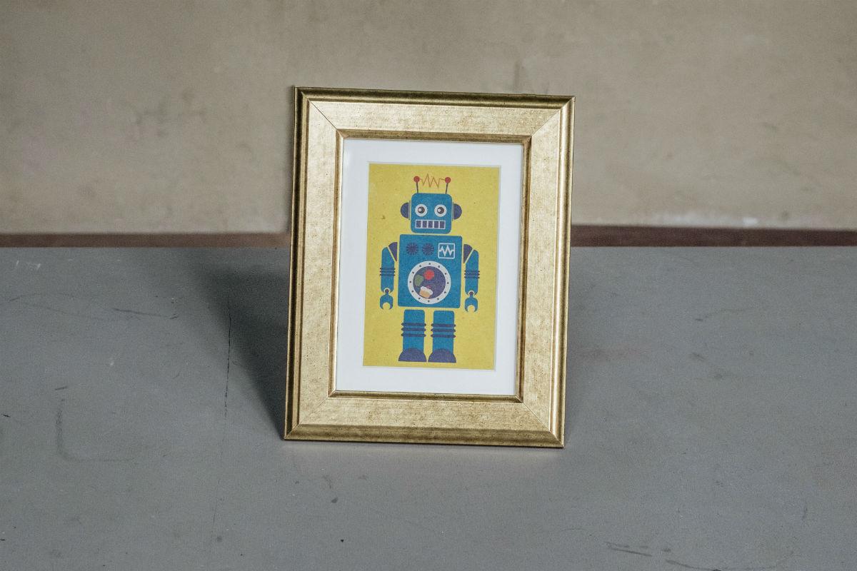 Immagine di robot blu con cornice dorata